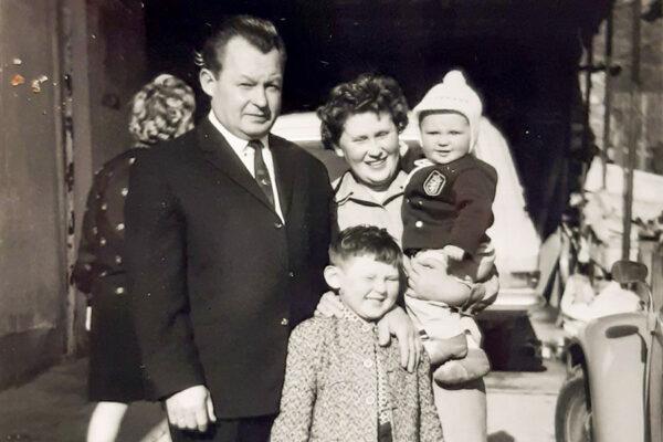 Anton-Huber-mit-Frau-und-Kinder2
